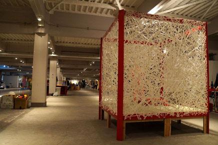 穴のあいたのが特徴の手漉き大判和紙をお茶室的空間に使用した事例