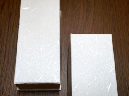 別注の貼り箱には白色の金銀振りの大礼紙を貼り込みました
