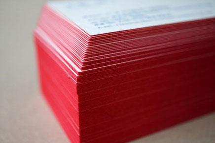 四方を小口染め加工で赤色で染めたショコラティエが使用する和紙の名刺