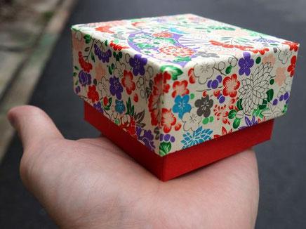 千代紙と色鳥の子紙の貼り箱は手のひらに乗るサイズになりました