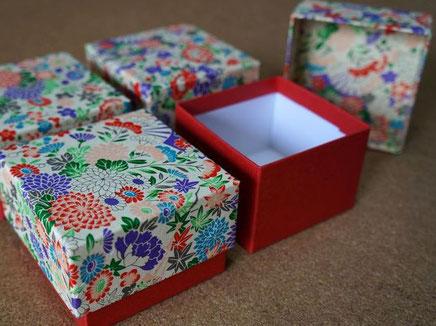 イタリア向けに別注作製した千代紙と色鳥の子紙の貼り箱