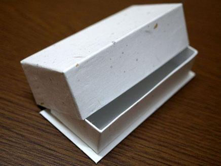 手づくりチョコレート用の貼り箱はデコ型(底板付き)で作製しています
