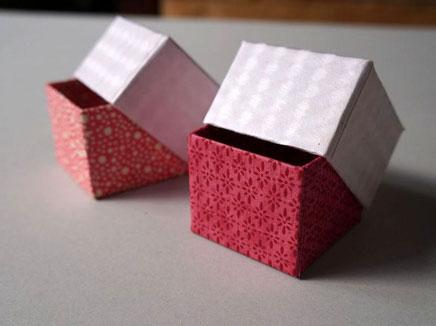 貼り紙に和紙と千代紙を使って貼り箱の小箱を別注で作製しました