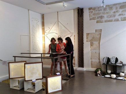 パリの展示会場は3区マレ地区にあるギャルリーゴスレーズでした