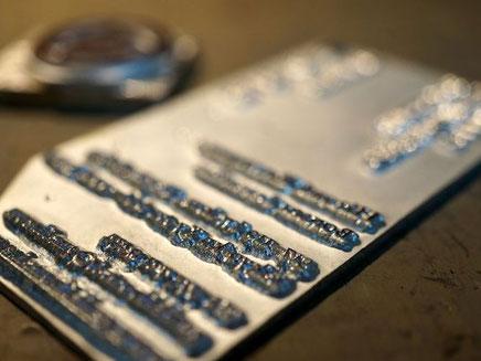 四方耳付きの名刺に加工した際の箔押し用型