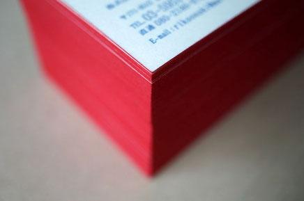 活版印刷と小口染め加工を組み合わせて別注で作製した和紙の名刺