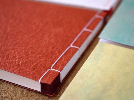 各種和紙を表紙にして手加工の別注で作製した和綴じのノート