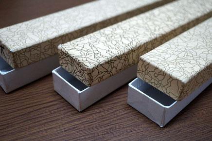 お香用の貼り箱は上下が分かれる通常のかぶせ型で作製しています