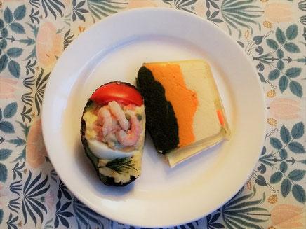 パリのお惣菜。左はアボカドにマヨネーズ、エビ、トマト、卵を詰めたもの。右はほうれん草、人参、セロリアックのテリーヌ。