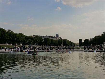 リュクサンブール公園。ジョギングをしている人も見かけました。