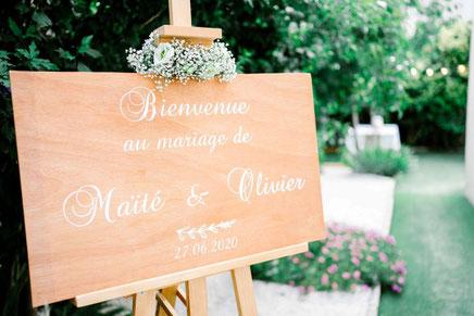 cette photo représente un tableau de bienvenue en bois réalisé par créapop events pour une décoration de mariage sur toulouse