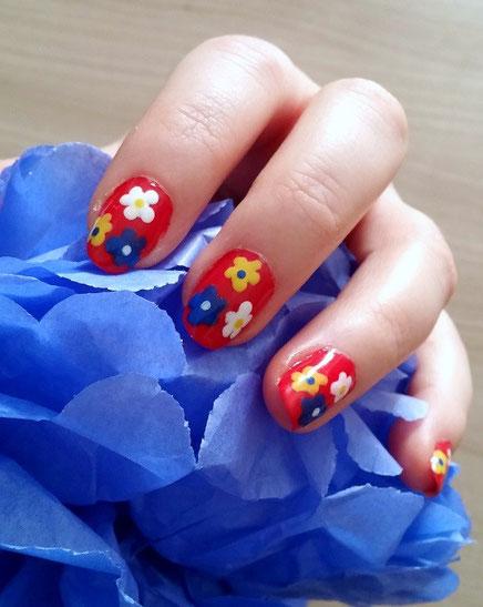 nailart-fleurs-tricolores-LesAteliersDeLaurène