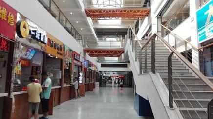 大連外国語大学 総合楼の1階フロア―