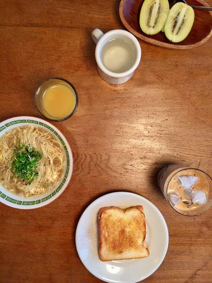 ここ2~3日お腹の調子がいまいちらしく奥さんの朝食は白湯とキウイフルーツのみ、、、、