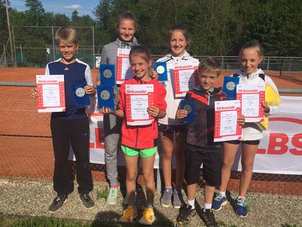 V.l.n.r.: Lasse Pörtner, Lotte, Kaiser, Greta Wölpper, Carlotta Wölpper, Tom und Mia Köpf