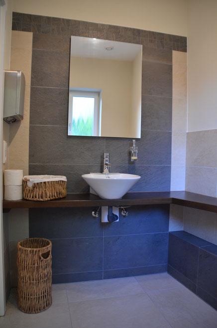 Behindertengerechte Toiletten für Damen und Herren