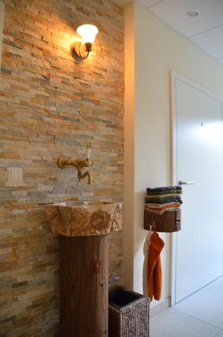Besonderes Design im Zugangsbereich zu den Toiletten.