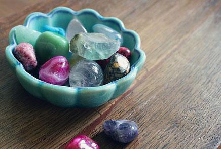 Steine medial aufgeladene Edelsteine