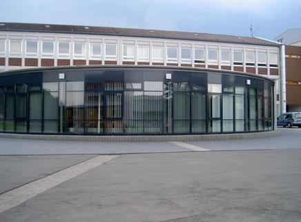 Aula der Bettina von Arnim IGS Otterberg, Schulstr. 2