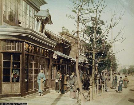 横浜本町通にあった「金幣写真」本店(彩色写真)
