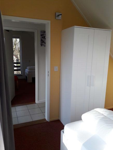 2. Schlafzimmer OG mit Kleiderschrank