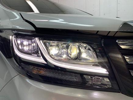 ヘッドライト、テールレンズ等 あらゆる細部までコーティングで覆います。