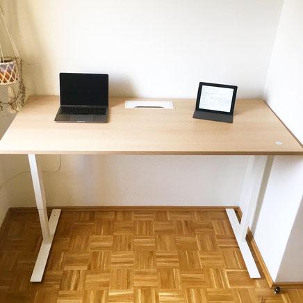 Höhenverstellbarer Schreibtisch EASY im Home Office
