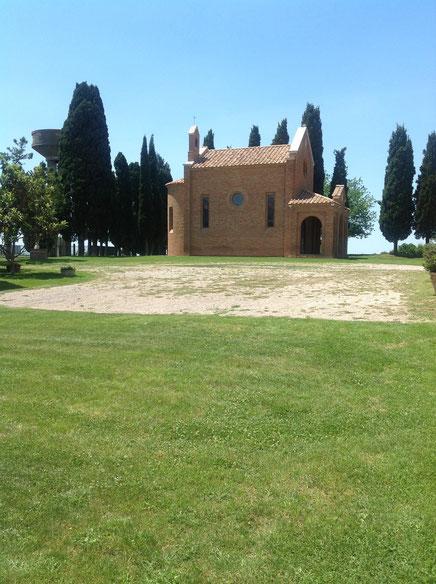 Chiesa della Tenuta di Montecucco. Foto Blog Etesiaca
