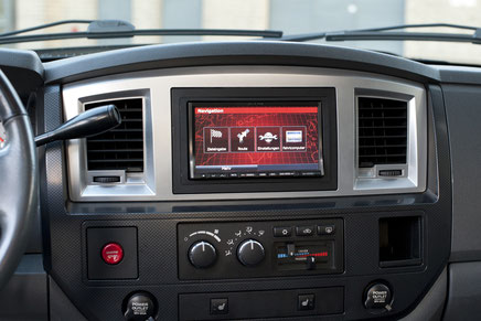 "Alpine INE-W997BT 7"" Navigation im Dodge RAM SRT10"
