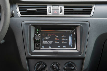 Clarion VX405 in der originalen radioblende mit touchscreen bleutooth freisprecheinrichtung und Ansteuerung des Multifunktionslenkrad
