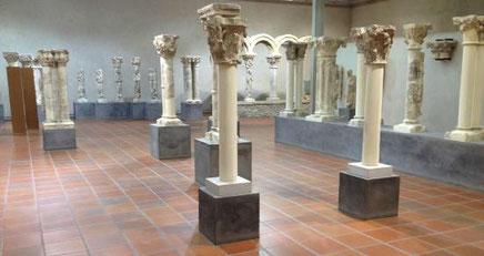 Ce musée d'art sacré médiéval a été fondé et ouvert en 1976, à l'issue des campagnes de fouilles archéologiques entreprises depuis 1963 par Léon Pressouyre1 sur le site de l'ancien cloître du chapitre de Notre-Dame-en-Vaux, qui avait été élevé au nord ...