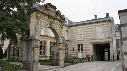 Le musée Garinet est un musée d'art et de souvenirs historiques à Châlons-en-Champagne, rue Pasteur. Il porte le nom du collectionneur Jules Garinet. Bibliographe éminent, érudit, bibliophile, archéologue, Jules Garinet avait réuni chez lui une ....