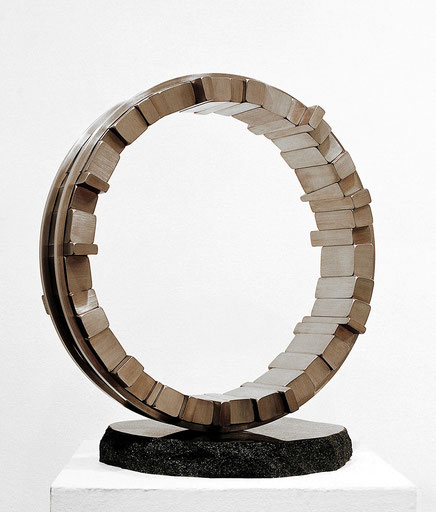 <Circle - No.09> / 1994 / stainless  steel / H.50x45x30 (φ45) cm       日本芸術センター第2回彫刻コンクール[審査員賞]