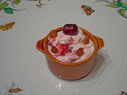 Caloupiou is a cheese-yoghurt with fresh fruit bass