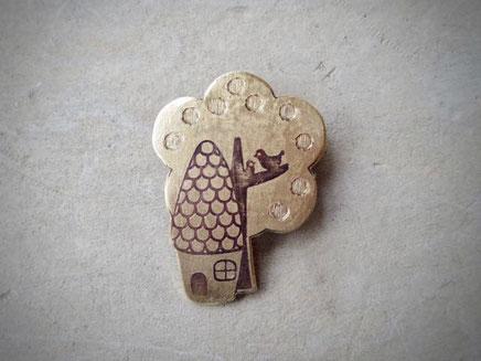 家/My Place Brass Brooch
