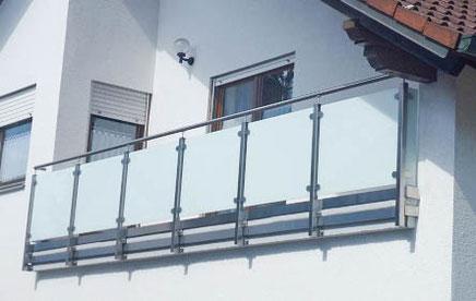 balkongel nder mit glas balkongel nder mit farbigem glas hermann g tz metallbau edelstahl. Black Bedroom Furniture Sets. Home Design Ideas