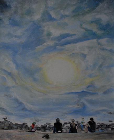 Famile am Elbestrand bei sonne und wolken