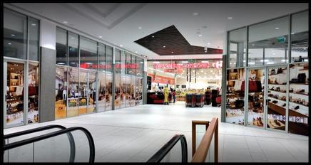 Une vue du Grand Mall de Douala, ouvert en 2020
