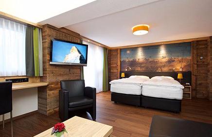 Hotel Couronne Zermatt Parkett Nussbaum