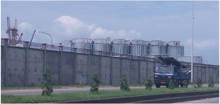 La barrière construite autour de l'enceinte renforce la sécurité du Port