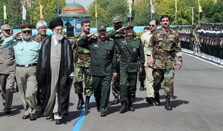 Ayatollah Ali Khamenei med ledende Pasdaran generaler