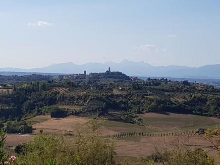Zicht op San Miniato vanaf de heuveltop waarop San Quintino is gesitueerd