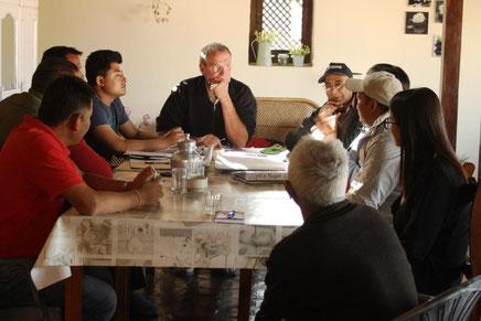 Meeting, Projekte, Hilfe, Erdbebenopfer