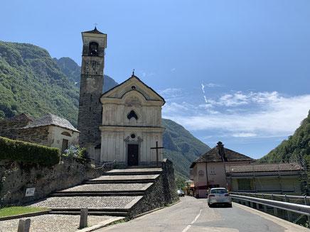 Blick auf die Kirche von Lavertezzo