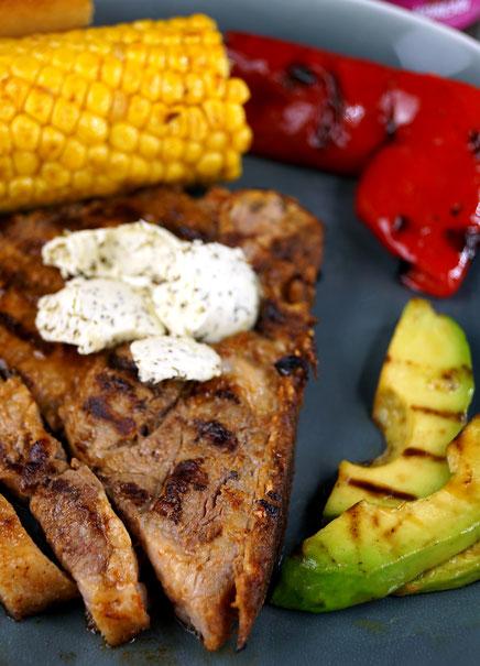Nackenkotelett vom Schwäbisch Hällischen Landschwein, erst mariniert, dann auf den Grill geworfen