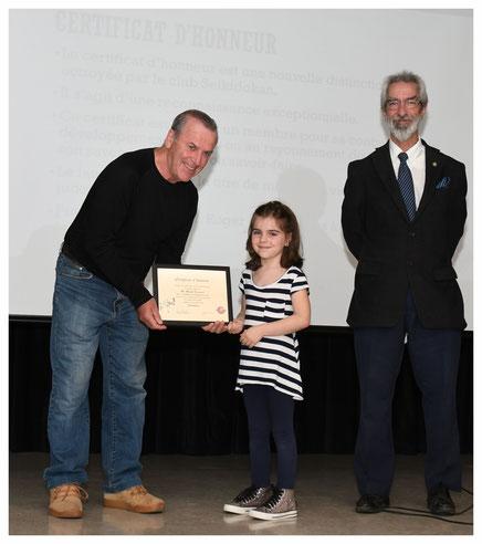 Certificat d'honneur remis à M. Michel Brousseau , doyen du club