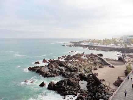 Blick auf das Naturschwimmbecken in San Telmo