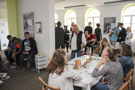 Ein Element der Kooperation: sämtliche Schulklassen der IGS Nienburg werden die Stolperstein-Geschichtswerkstatt zu Biografie-Erkundungen besuchen.