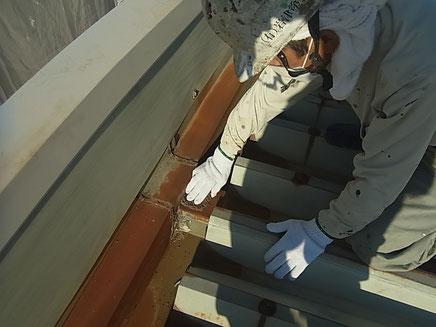 折半屋根のサビ研磨・ケレン