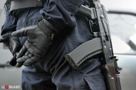 Московские оперативники провели жесткое задержание вооруженных борсеточников из Грузии
